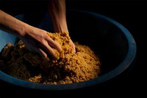 蔵人による昔ながらの無添加手造り味噌