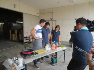 STS佐賀テレビ「ボビーズキッチン」料理前の素材を確認