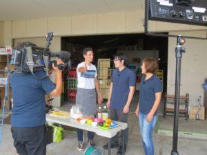 STS佐賀テレビ「ボビーズキッチン」撮影前の確認作業中