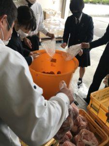 松本早生富有柿をタンクへ